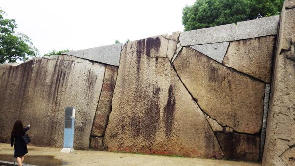 桜門内の巨石