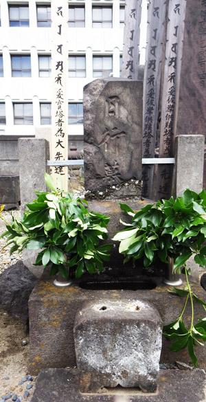日行墓全景