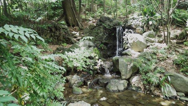 甘泉園中の滝