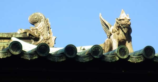 斯文会会館の屋根の怪物