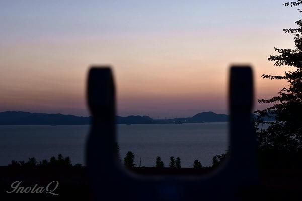 竜王山の望遠鏡と関門大橋