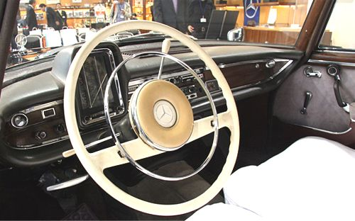 w112_300se_dashpanel2.jpg