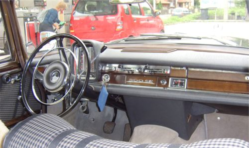 w112_300se_dashpanel5.jpg