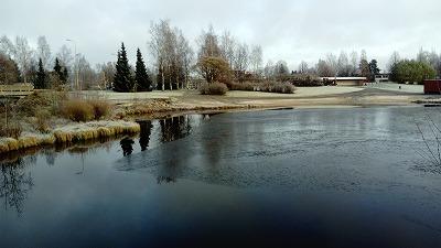 白い景色と川1