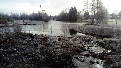 白い景色と川2