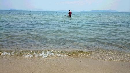 2016 8月 浜 二人 遊ぶ