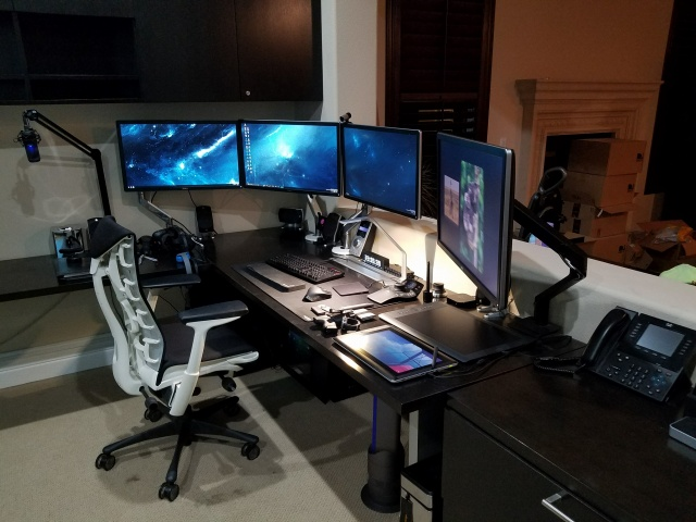 PC_Desk_MultiDisplay77_01.jpg