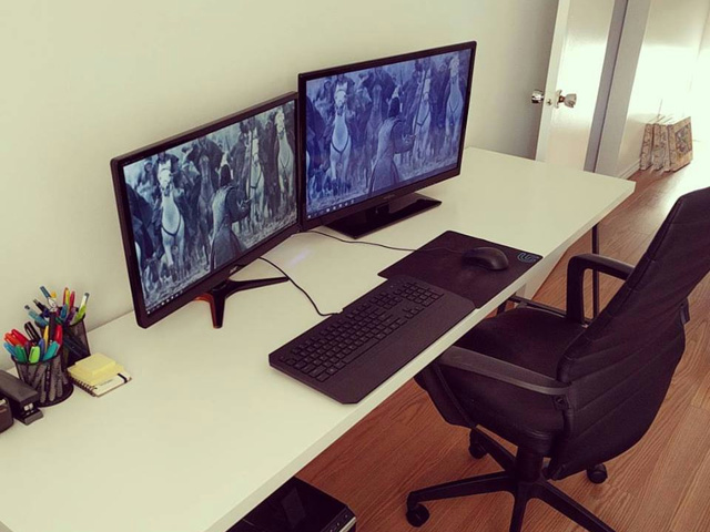 PC_Desk_MultiDisplay77_02.jpg