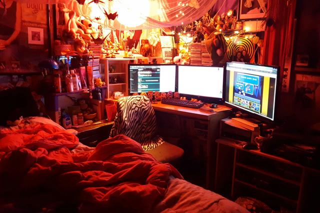 PC_Desk_MultiDisplay77_100.jpg