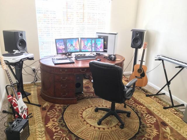 PC_Desk_MultiDisplay77_18.jpg