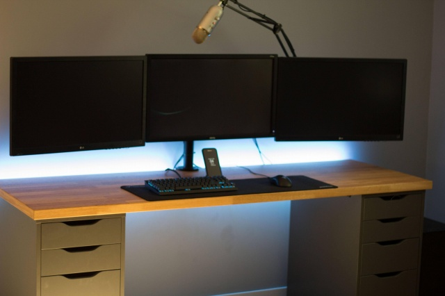 PC_Desk_MultiDisplay77_30.jpg