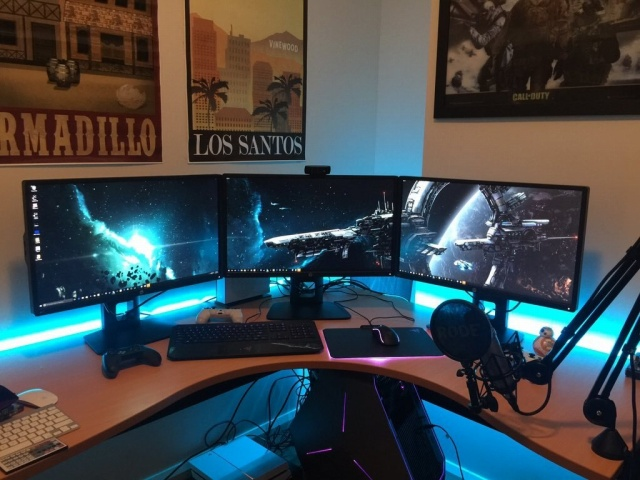 PC_Desk_MultiDisplay77_45.jpg