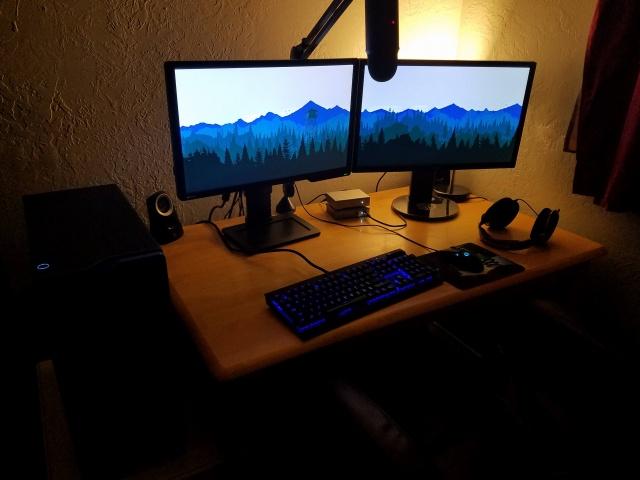 PC_Desk_MultiDisplay77_49.jpg