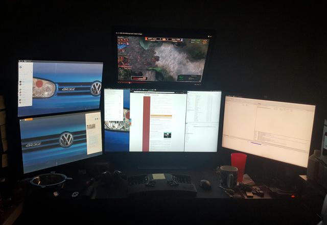 PC_Desk_MultiDisplay77_53.jpg