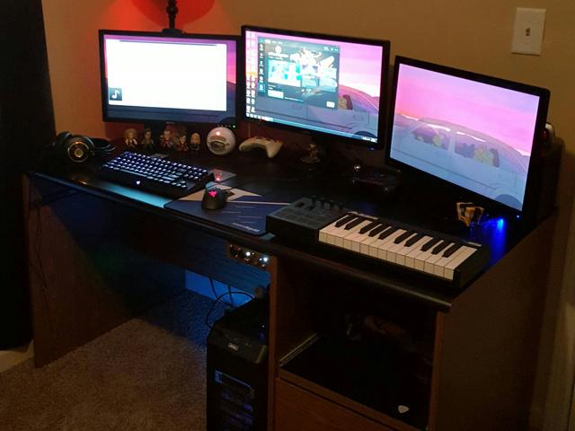 PC_Desk_MultiDisplay77_58.jpg