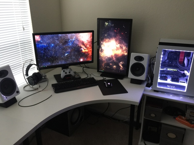PC_Desk_MultiDisplay77_64.jpg