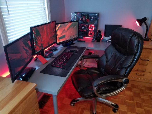 PC_Desk_MultiDisplay77_66.jpg