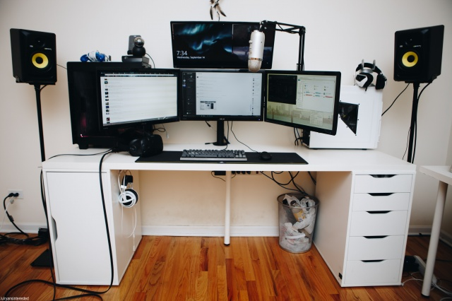 PC_Desk_MultiDisplay77_67.jpg