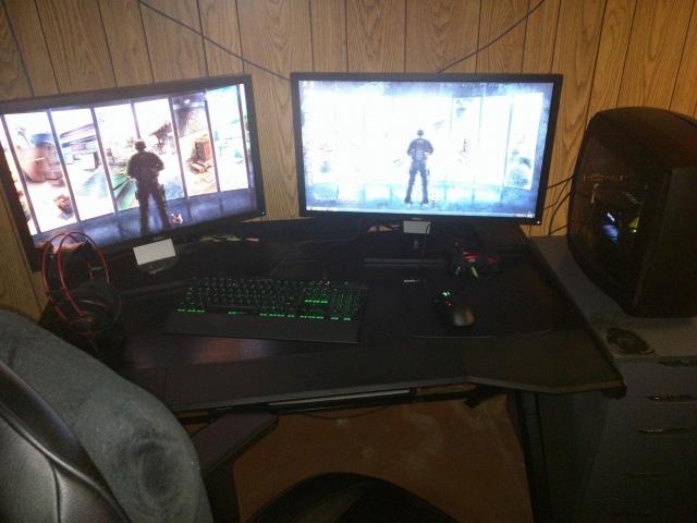 PC_Desk_MultiDisplay77_71.jpg