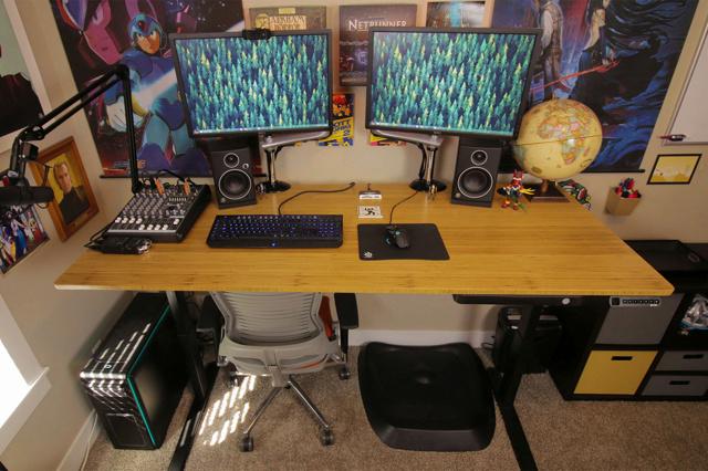 PC_Desk_MultiDisplay77_76.jpg
