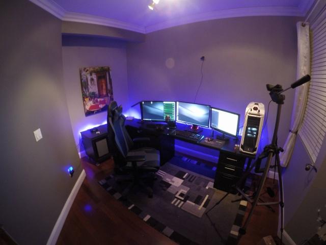 PC_Desk_MultiDisplay77_77.jpg