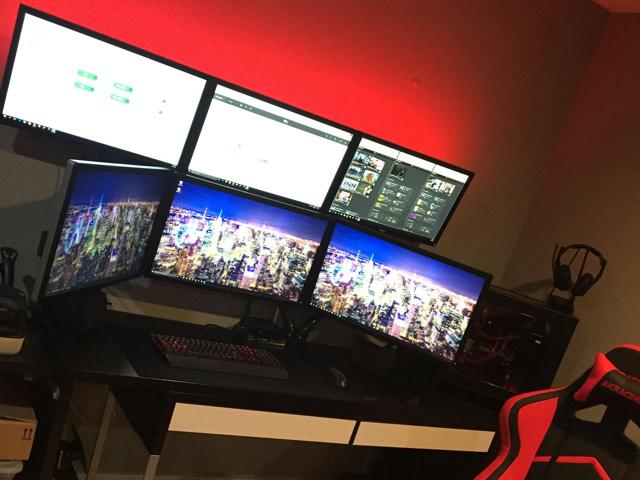 PC_Desk_MultiDisplay77_85.jpg
