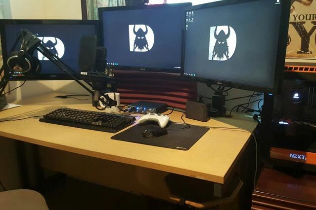PC_Desk_MultiDisplay77_90.jpg