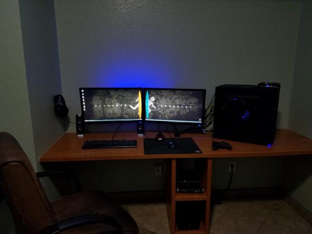 PC_Desk_MultiDisplay77_91.jpg
