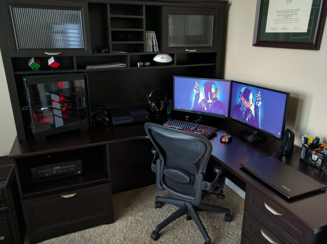 PC_Desk_MultiDisplay77_92.jpg
