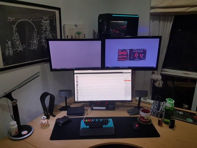 PC_Desk_MultiDisplay78_18.jpg
