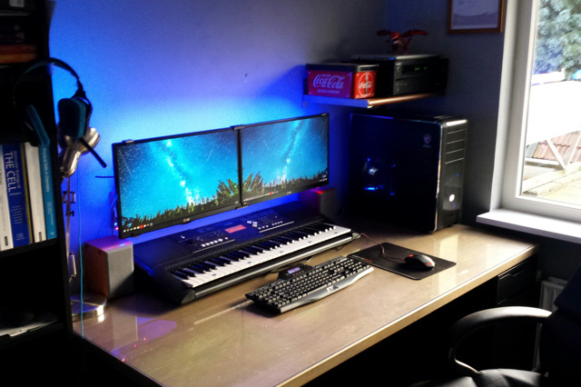 PC_Desk_MultiDisplay78_32.jpg