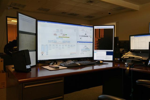PC_Desk_MultiDisplay78_44.jpg