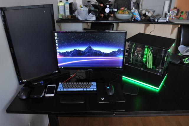 PC_Desk_MultiDisplay78_46.jpg