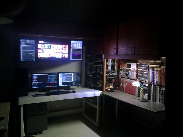 PC_Desk_MultiDisplay78_52.jpg
