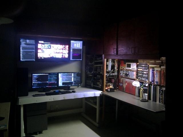 PC_Desk_MultiDisplay78_52.jpg