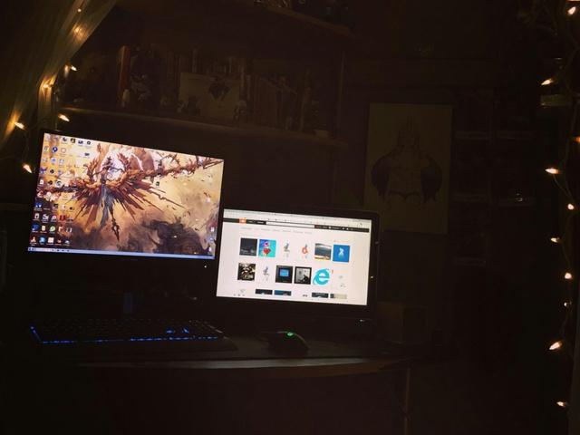 PC_Desk_MultiDisplay78_92.jpg