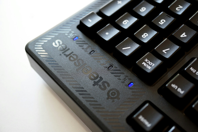 SteelSeries_Apex_100_06.jpg