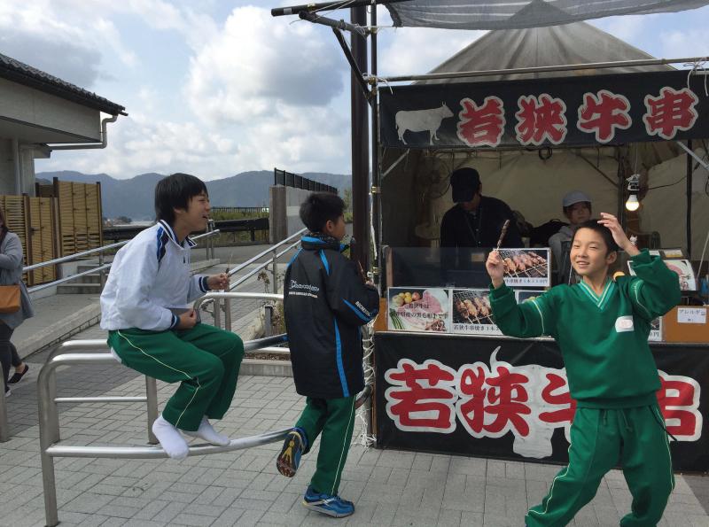 三方五湖パーキング若狭牛串焼き350円_0