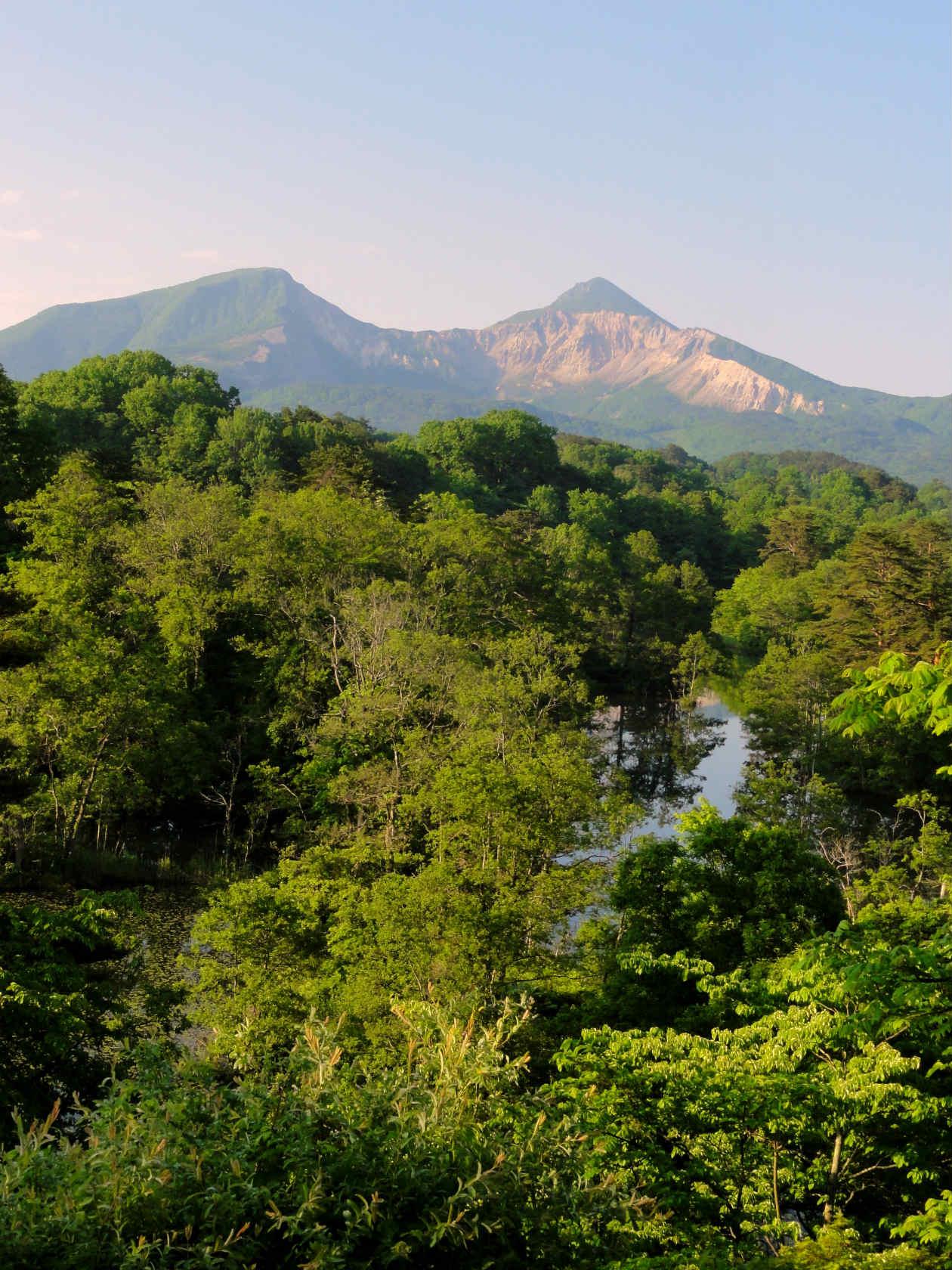 中瀬沼展望台からの磐梯山1