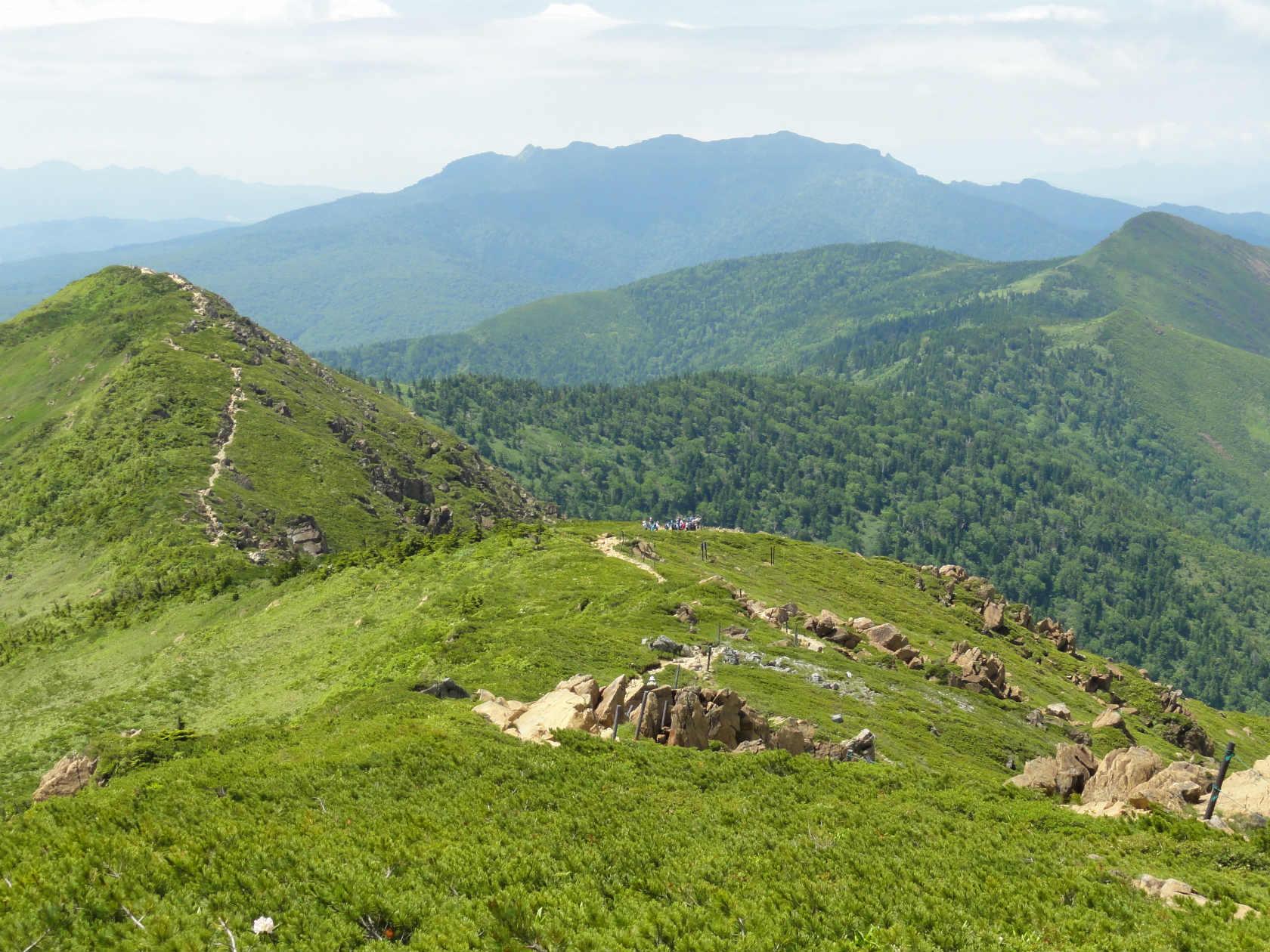 小至仏山へ続く登山道