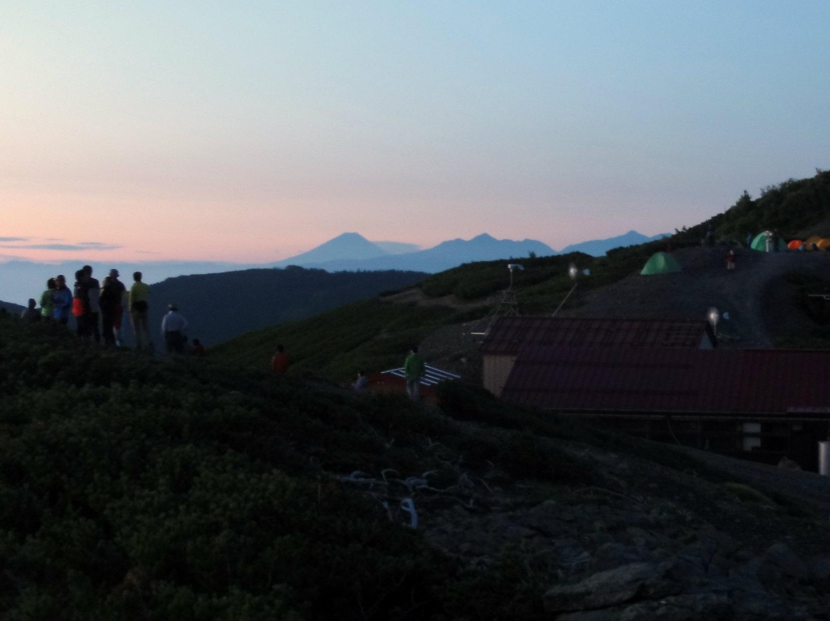 蝶ヶ岳ヒュッテと富士山・南アルプス