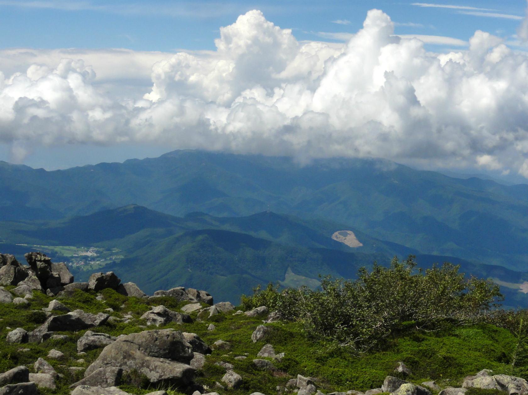 蓼科山山頂から美ヶ原方面