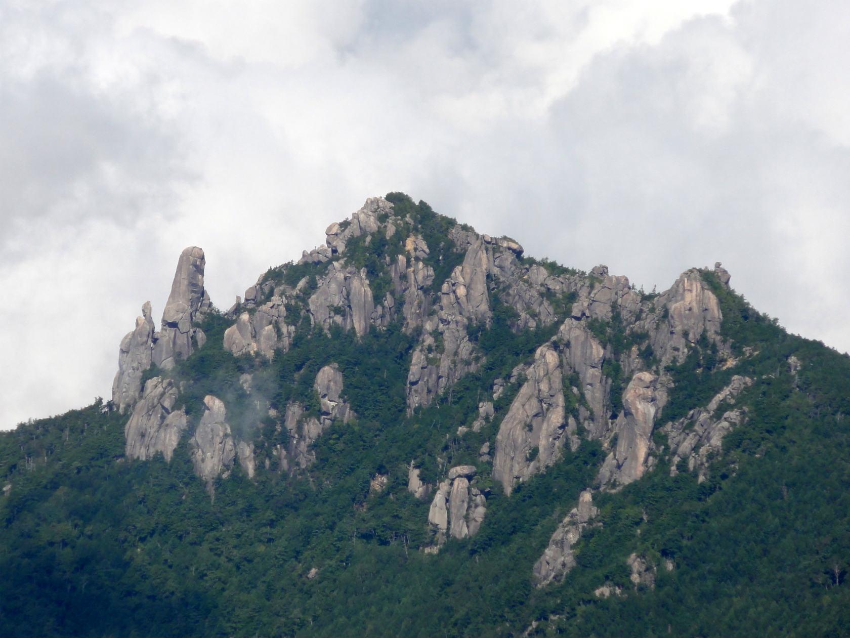金峰山山頂付近からの瑞牆山