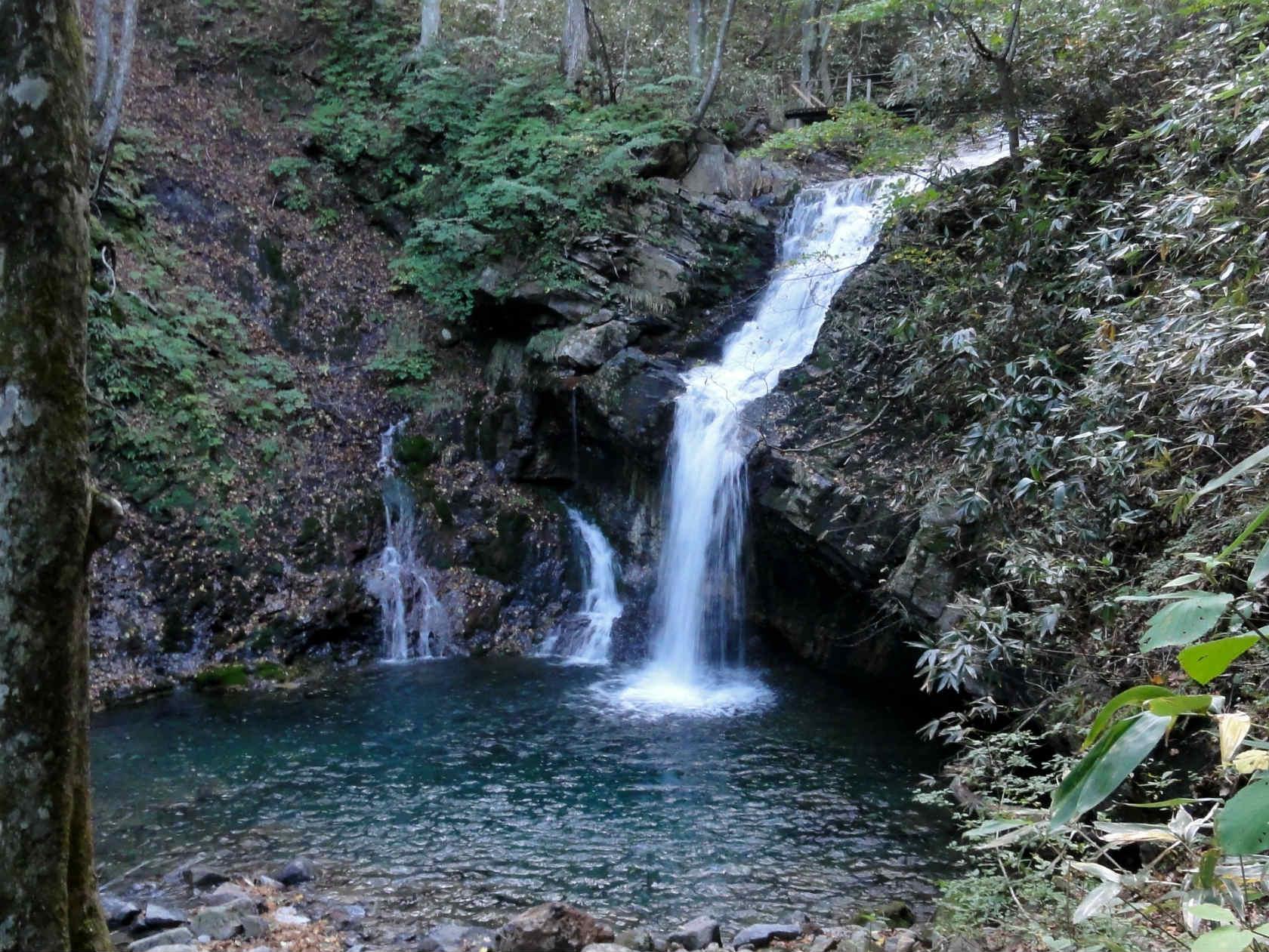 あだたら渓谷自然遊歩道「魚止滝」