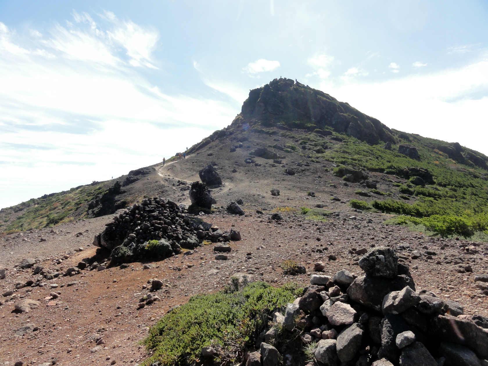 牛の背へ向かう稜線から振り返りみる安達太良山山頂