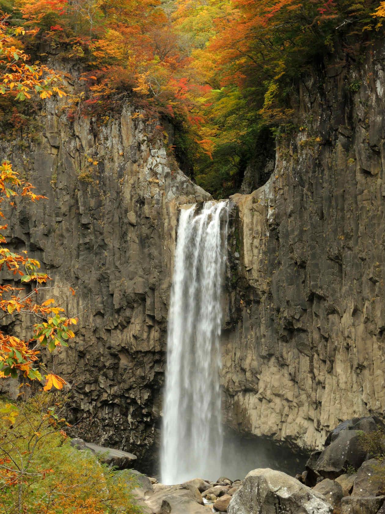 「苗名滝」