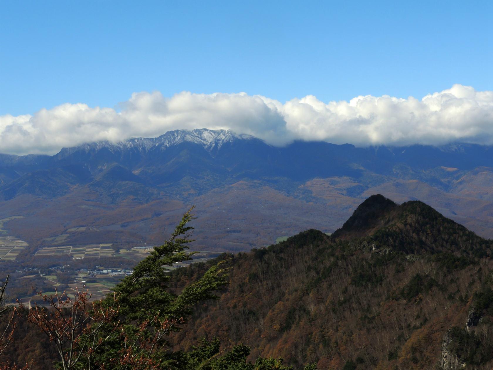 天狗山山頂からの男山と八ヶ岳