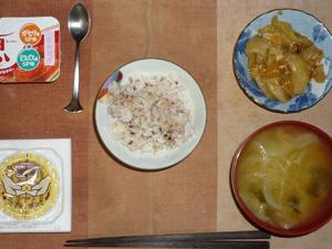 胚芽押麦入り五穀米,納豆,野菜の肉味噌炒め,玉葱とほうれん草のおみそ汁,ヨーグルト