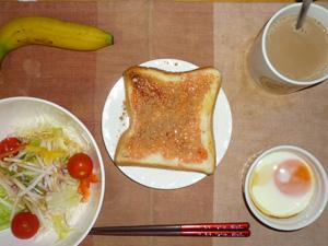 イチゴジャムトースト,サラダ(キャベツ、レタス、大根、トマト)昆布出汁,オリーブオイル,目玉焼き,バナナ,コーヒー