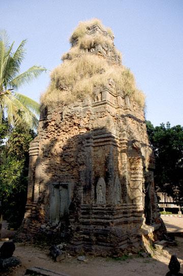 blog 232 Cambodia, Siam Reap, Roluos Group (Lolei, Preah Ko, Bakong)_DSC0105-12.4.13.(1).jpg